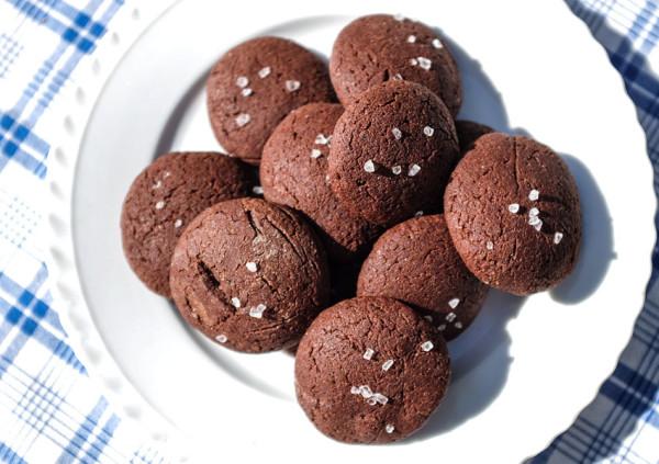 Žitné čokoládové sušenky s mořskou solí